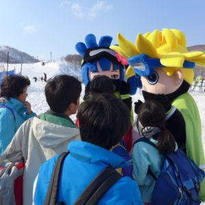 Group huddle with the GoSnow mascots.