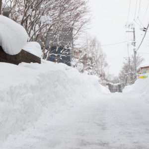 Snow is piling up on Niseko-Hirafu streets.